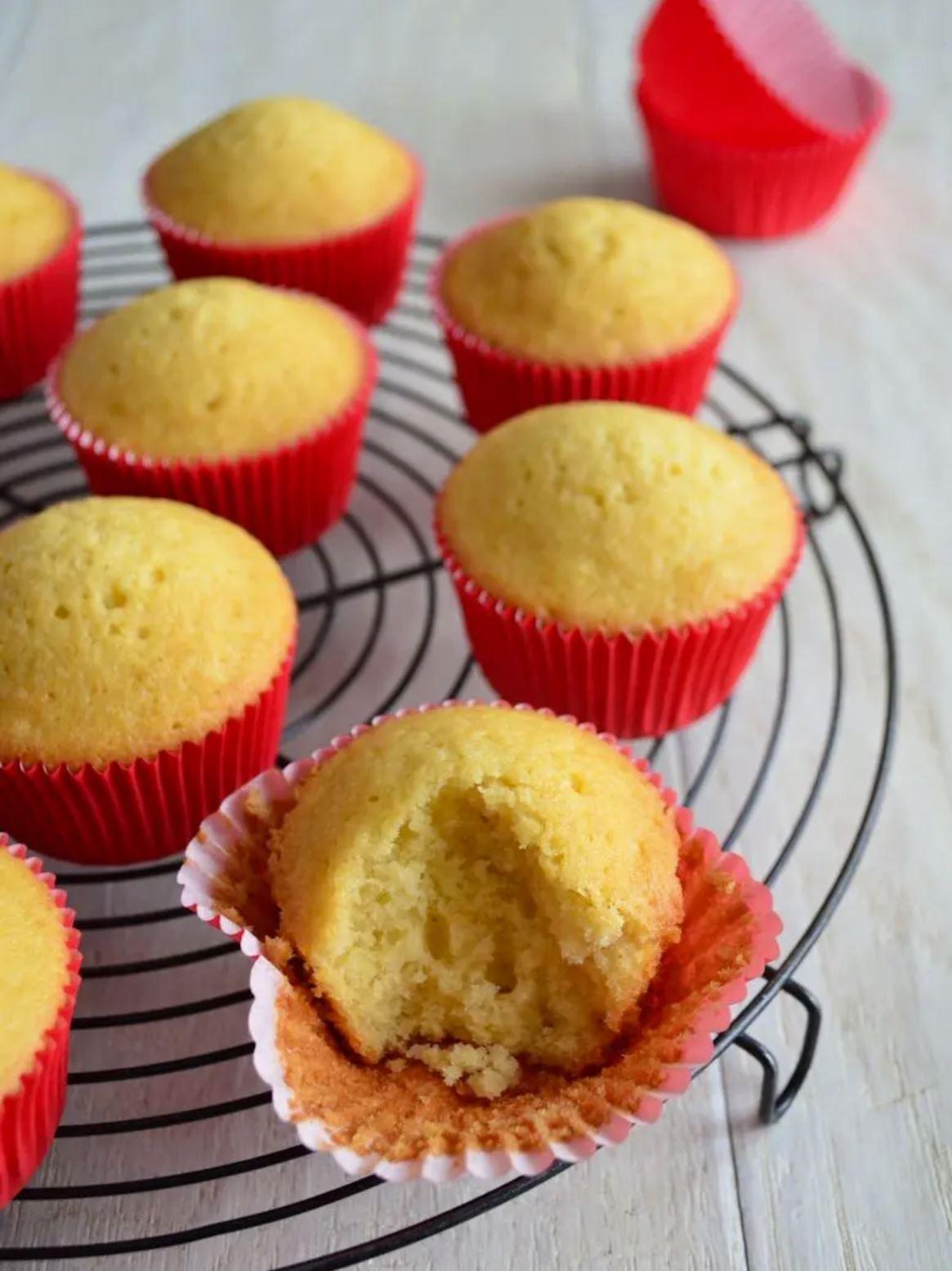 Waarom barsten cupcakes open in de oven?