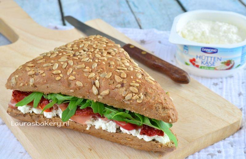 Meergranen sandwich met Hüttenkäse