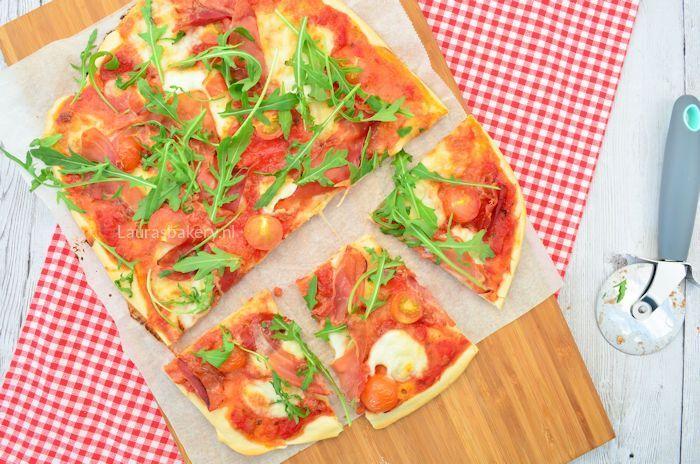 Pizza met parmaham, mozzarella en tomaat 2a