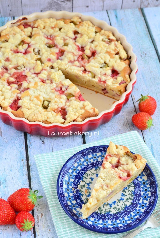 Rabarber-aardbei crumble cake
