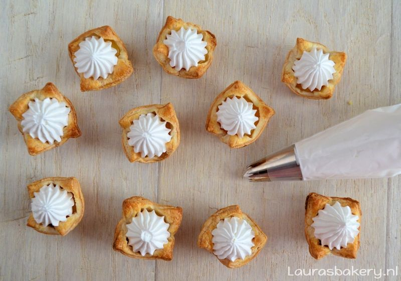 mini lemon meringue pies 4a
