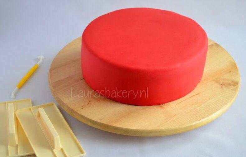 Fondant of marsepein groot genoeg uitrollen voor op een taart