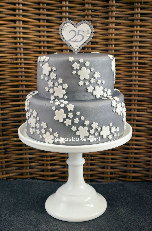 Zilveren taart voor 25 jarig huwelijk