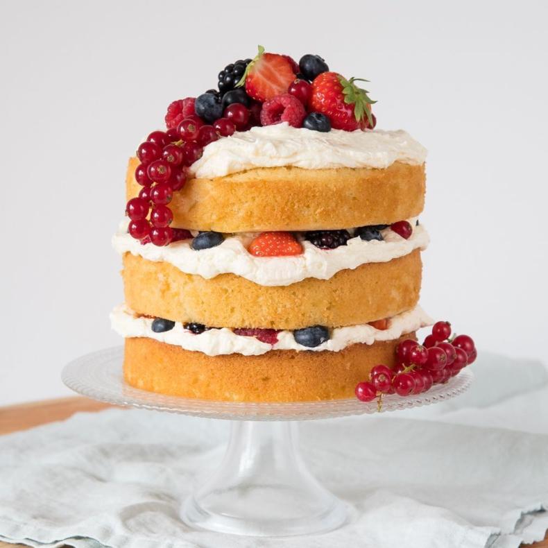 Appelcake met citroencrème en rood fruit