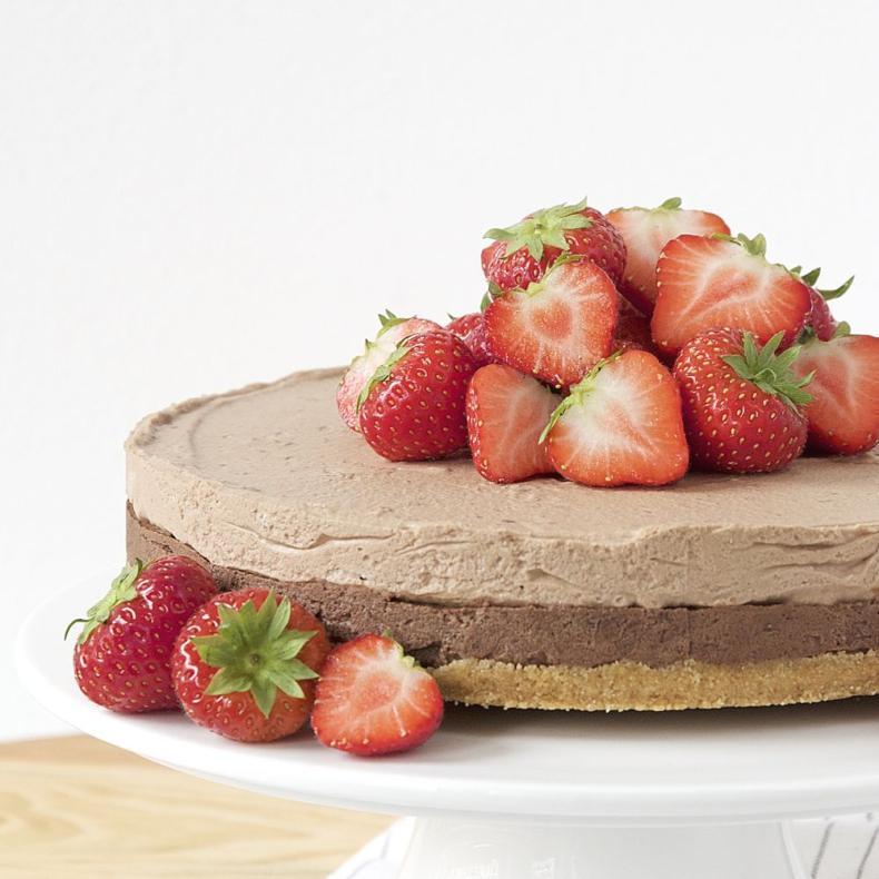 chocolademousse taart met aardbeien