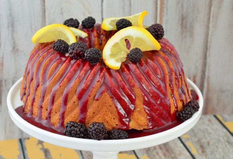 Citroen cake met bramen