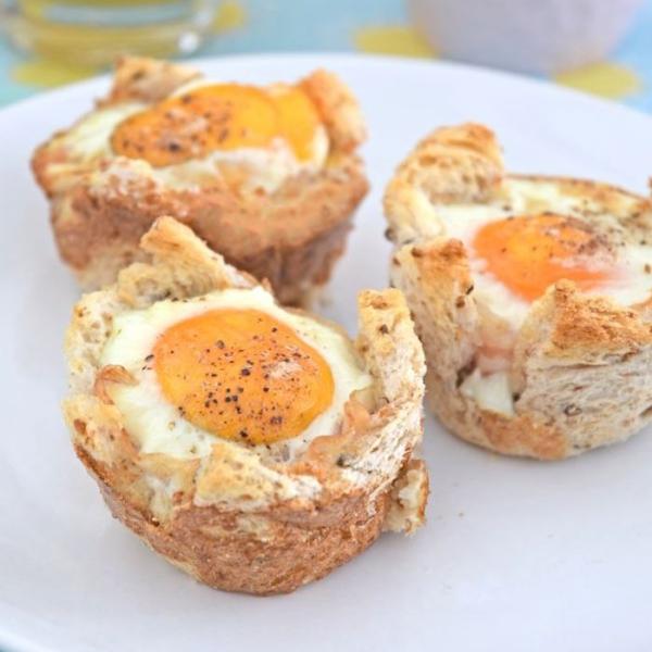 Broodmuffins met ei en spek