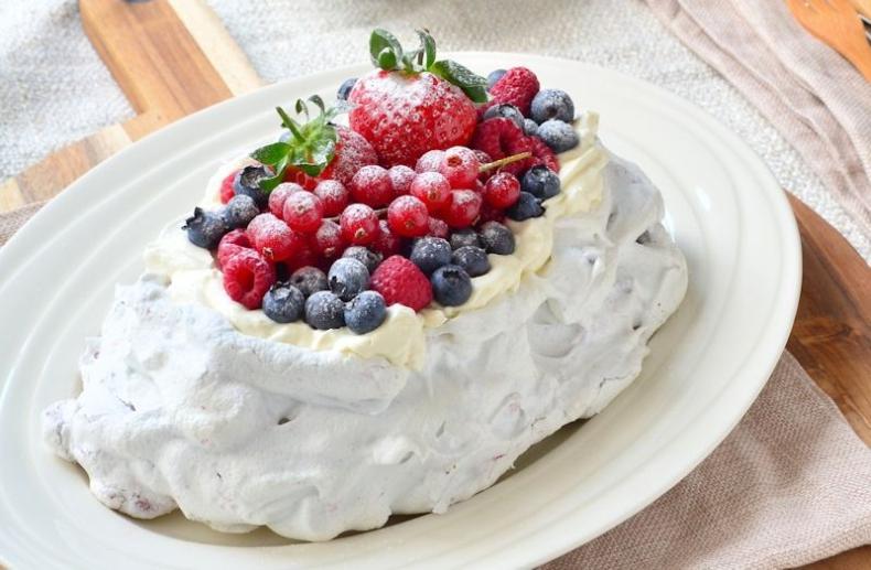 Pavlova met mascarpone en rood fruit