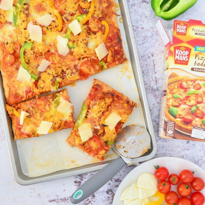Volkoren pizza met gemarineerde kip