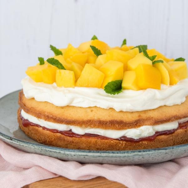 Aardbei-mango spongecake