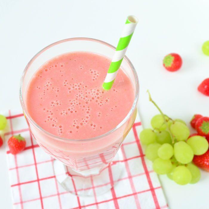 Aardbeien druiven smoothie