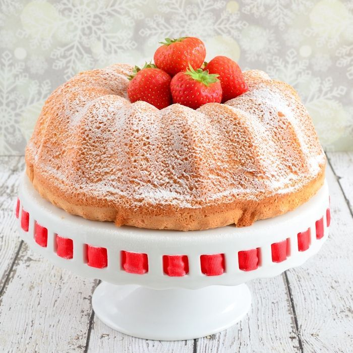 Angel food cake met aardbeien