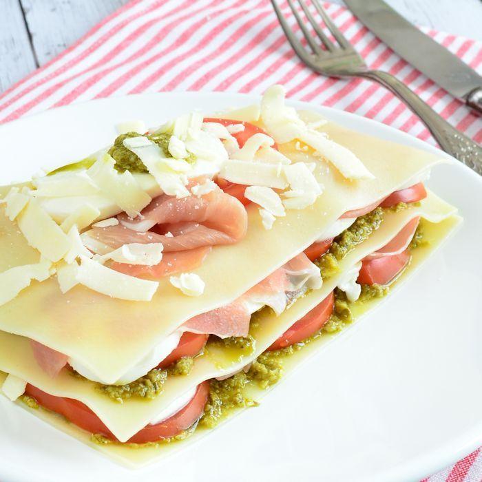 Caprese lasagne salade met parmaham