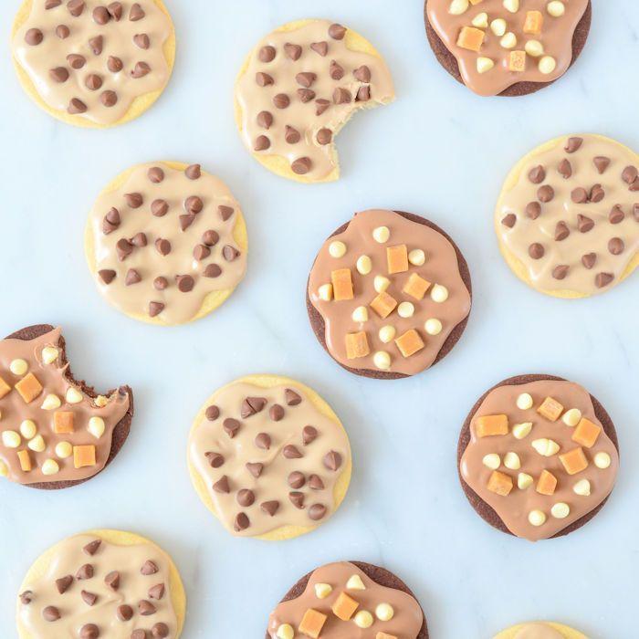 Gedecoreerde chocolate chip cookies koekjes