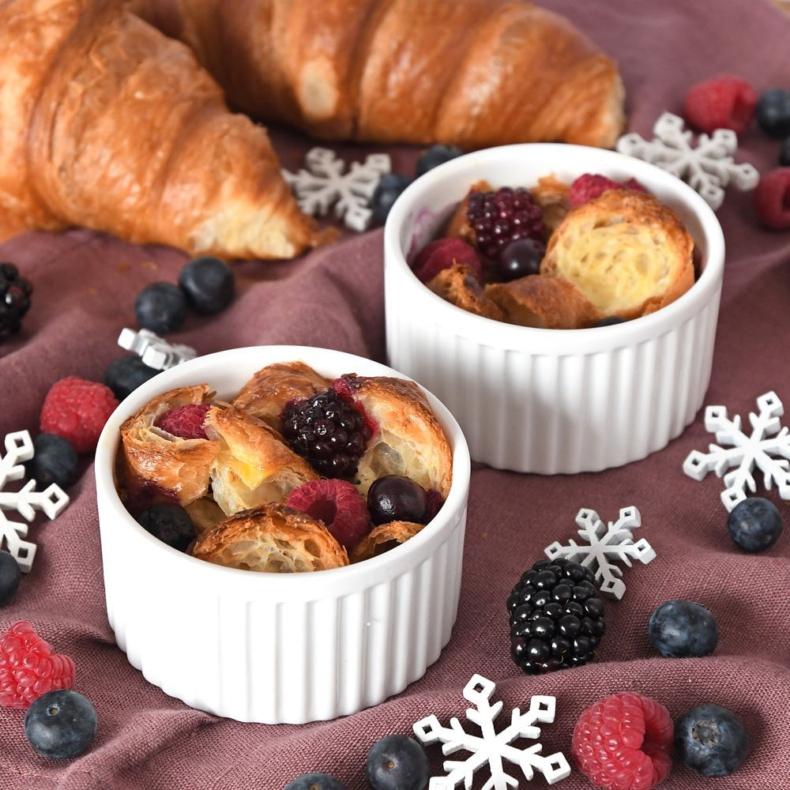Croissant broodpudding met rood fruit
