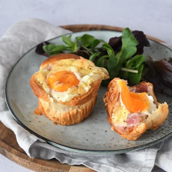 Croissant muffins met spek en ei
