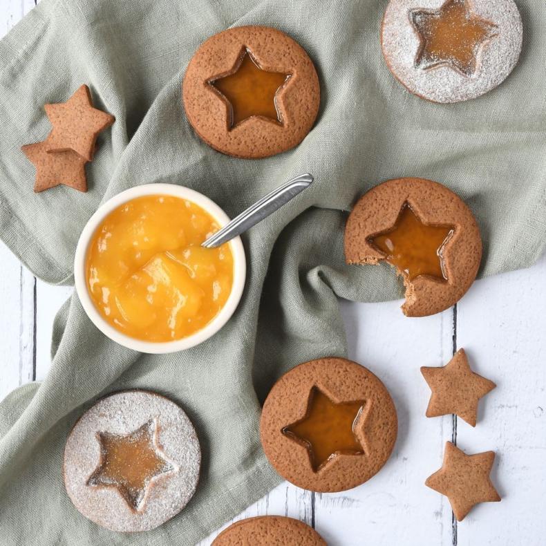 Gingerbread lemon curd koekjes