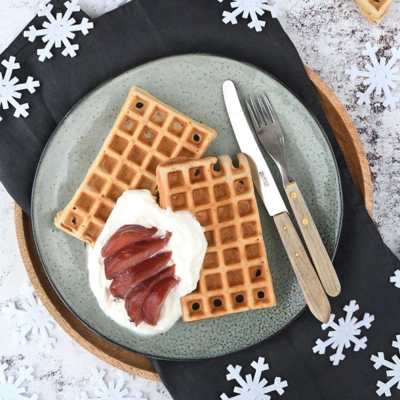 Gingerbread wafels met kwark en stoofpeertjes