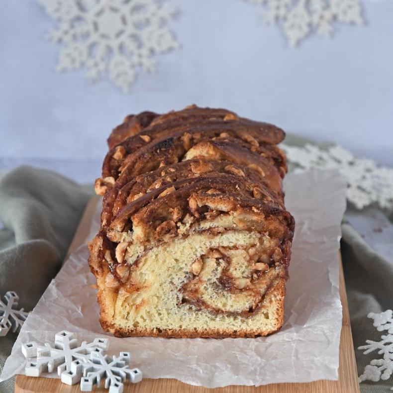 Hazelnoot-kaneel babka brood