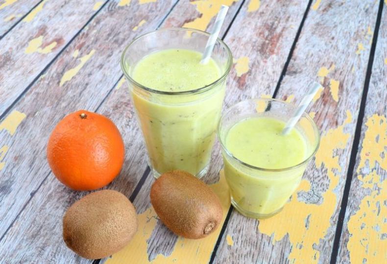 Sinaasappel-kiwi smoothie