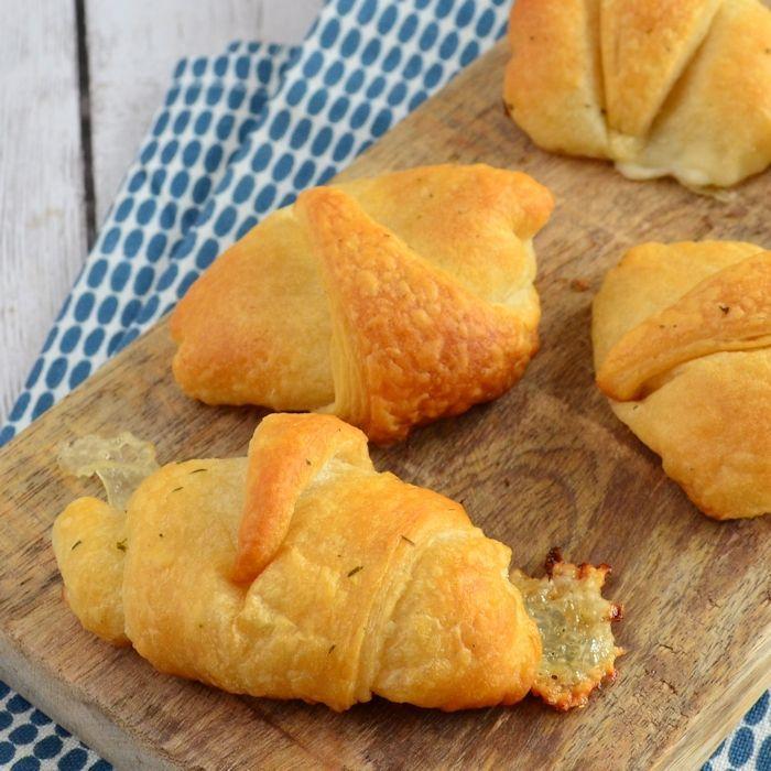 Mozzarella knoflook croissants