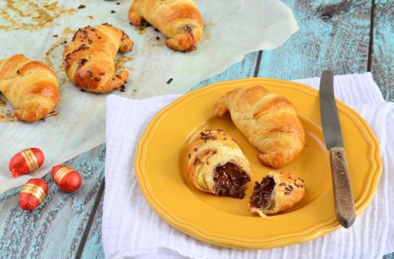 Chocolade-karamel paasei croissants