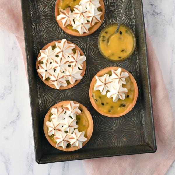 Passievrucht-meringue tartelettes
