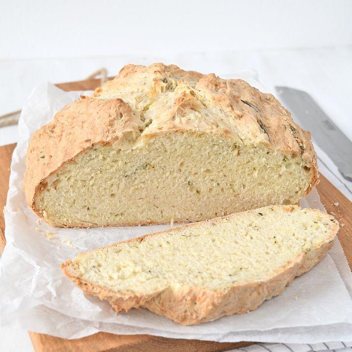 Soda bread met rozemarijn en tijm + review het hartige bakboek