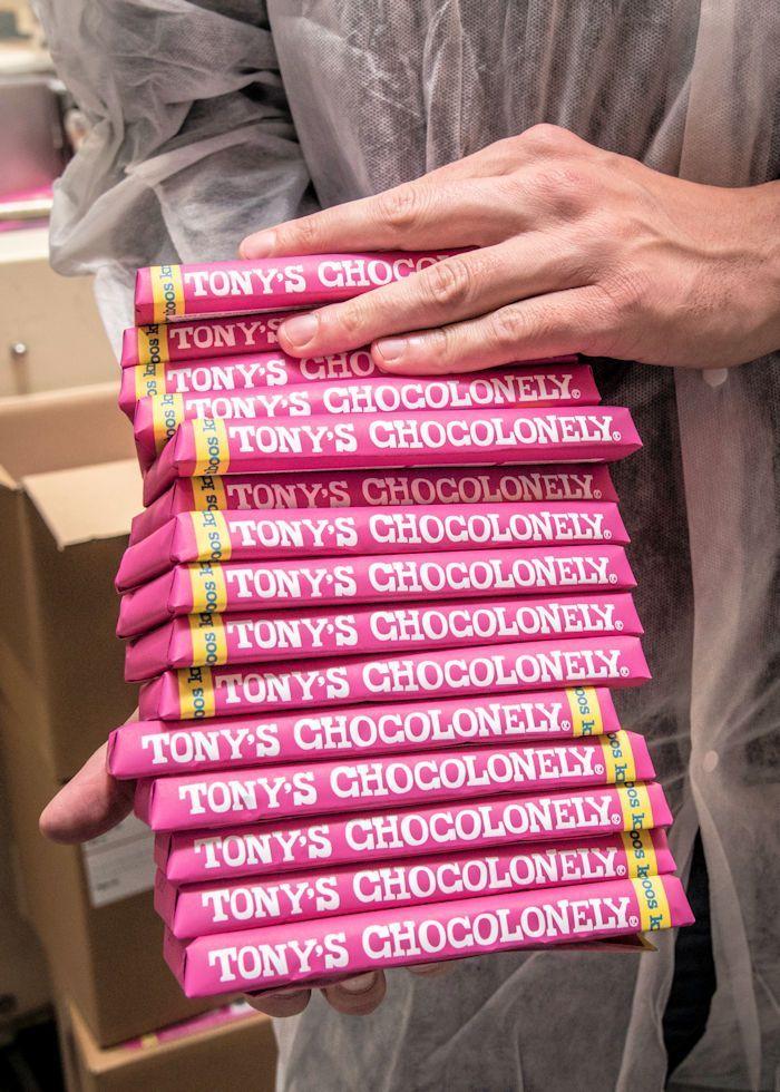 Zo worden Tony's Chocolonely chocoladerepen gemaakt