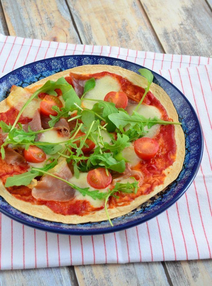 Tortizza met prosciutto en mozzarella