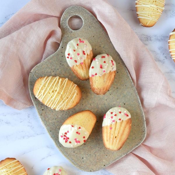 Valentijn madeleines met witte chocolade