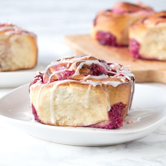 Valentijn roomkaas broodjes met frambozen