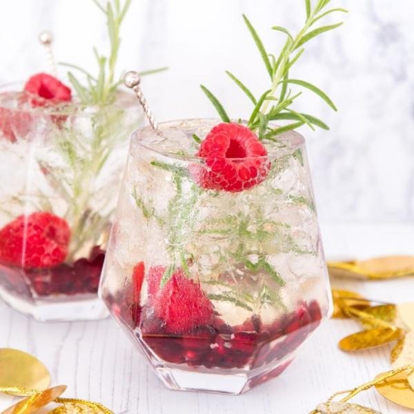 Prosecco cocktail met granaatappel