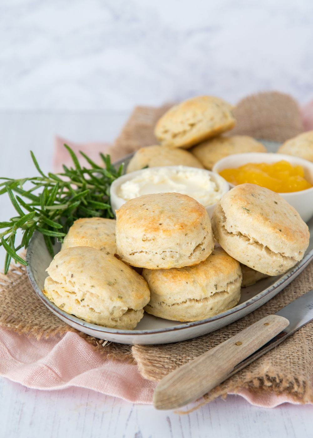 Citroen-rozemarijn scones