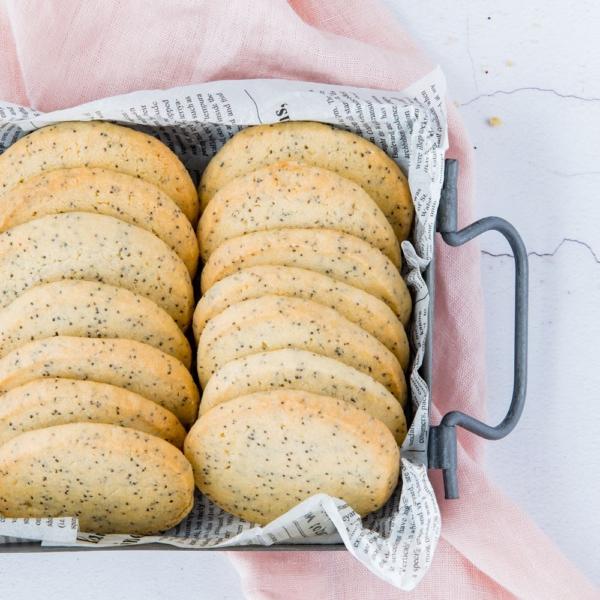 Citroen-maanzaad shortbread koekjes