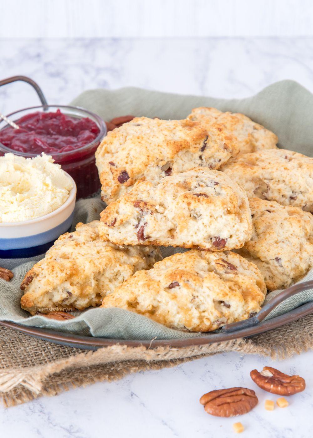 Karamel-pecan scones