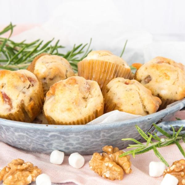 mini muffins met bacon en geitenkaas