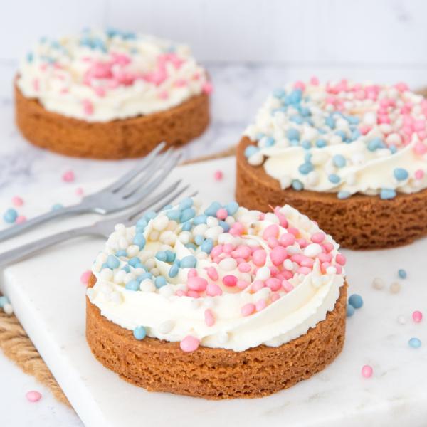 Kleine geboorte taartjes