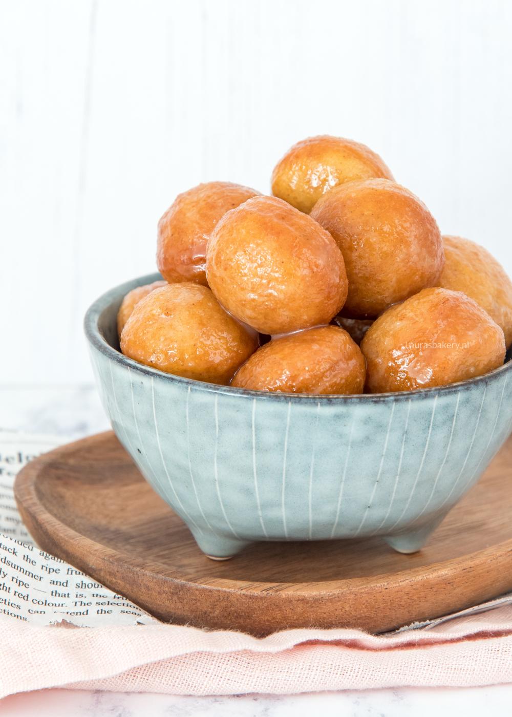 Donut balletjes met suikerglazuur